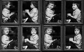Обои дети, эмоции, смех, окно, улыбки