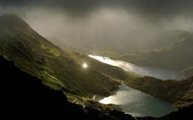 Обои горы, серость, отражение, озера, солнце