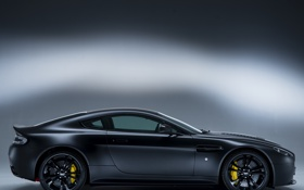 Обои авто, Aston Martin, Vantage, вид сбоку, V12, Carbon Black II