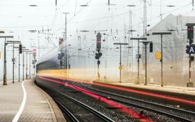 Картинка город, знаки, железная дорога