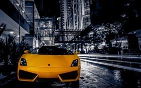 Обои ночь, желтый, город, улица, здания, gallardo, lamborghini