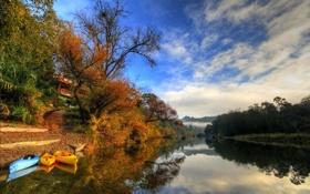 Картинка осень, небо, облака, деревья, горы, река, лодка