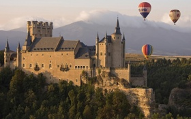 Обои замок, горы, шары