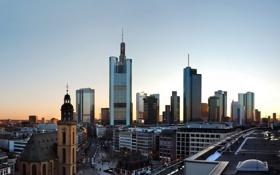 Обои небоскребы, утро, крыши, церковь, мегаполис, Frankfurt am Main, Франкфурт на Майне