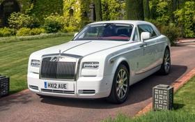 Обои белый, деревья, парк, фон, Rolls-Royce, Phantom, кусты