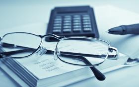 Обои калькулятор, офис, стол, очки, макро, канцелярия