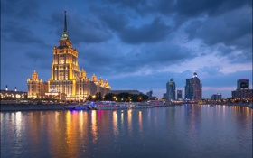 Обои ночь, огни, река, дома, Москва, набережная, гостиница