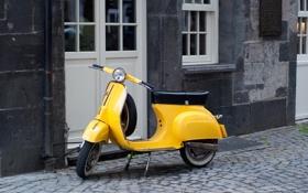 Картинка желтый, город, мотороллер