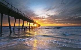 Картинка небо, солнце, облака, лучи, закат, океан, берег