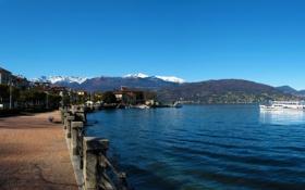 Картинка горы, озеро, дома, фонари, Италия, набережная, теплоходы