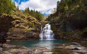 Картинка горы, камни, водопад, Испания, Spain, waterfalls, деревья.