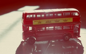 Обои красный, англия, статуэтка, автобус, фигурка