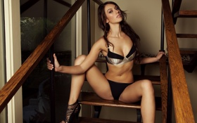 Картинка грудь, девушка, ноги, модель, трусики, живот, брюнетка