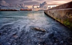 Картинка море, небо, облака, макро, камни, корабль, пирс