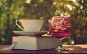 Обои бокал, кружка, книга, блюдце, закладка