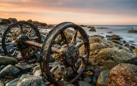 Обои море, пейзаж, камни, колёса