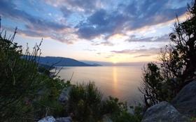 Обои камни, небо, рассвет, холмы, облака, вода, волны