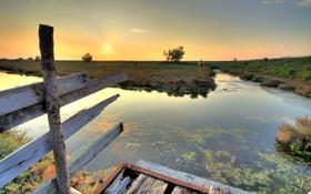 Картинка небо, трава, закат, лошадь, забор, луг, канал