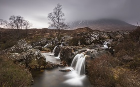 Обои осень, деревья, туман, река, камни, гора, поток