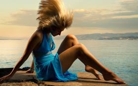 Картинка океан, голубое, волосы, платье, горизонт, блондинка, ножки