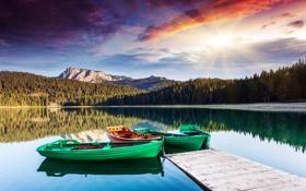 Обои деревья, горы, лодки, мостик, солнечные лучи, горное озеро