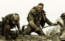 Обои фантастика, кадр, драка, Том Харди, Tom Hardy, Mad Max: Fury Road, Безумный Макс: Дорога ярости