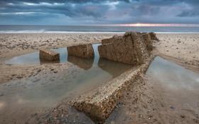 Картинка море, пляж, солнце, закат, тучи, камни, горизонт