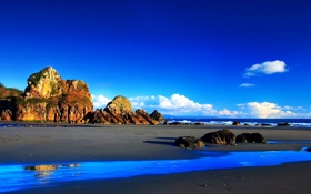 Обои песок, небо, скала, океан