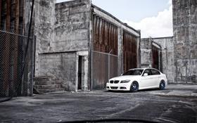 Обои белый, небо, тюнинг, здания, бмв, BMW, седан