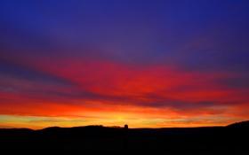 Картинка небо, облака, закат, дерево, холмы, зарево
