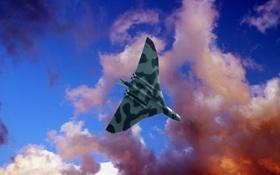 Обои облака, небо, Avro Vulcan, британский стратегический бомбардировщик средней дальности, «летающее крыло», Авро «Вулкан»