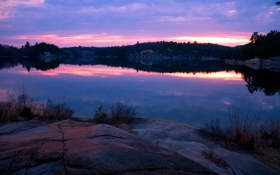 Обои лес, закат, озеро, камни, вечер