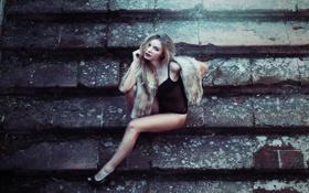 Картинка девушка, поза, блондинка, туфли, ступени, ступеньки