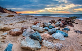 Картинка песок, море, небо, облака, закат, камни, берег