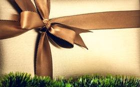 Обои коробка, подарок, лента, мишура