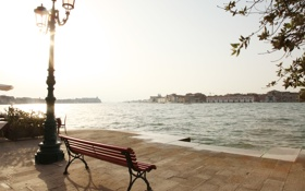 Обои город, фонарь, Венеция, скамья