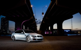 Картинка silvery, BMW, серебристый, вышка, фонарные столбы, E90, город