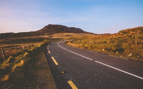 Картинка небо, дорога, стая, поле, горы, сельская местность, забор