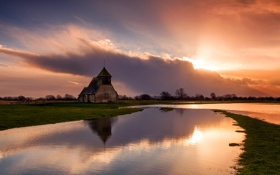 Обои небо, облака, закат, река, церковь, часовня, разлив