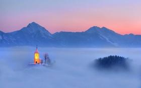 Картинка горы, огни, туман, церковь