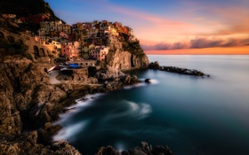 Обои sea, sunset, italy, wave, town, manarola
