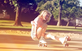 Обои лето, девушка, смех, ролики, блондинка
