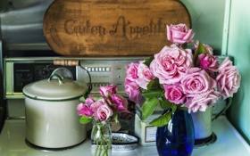 Обои цветы, стол, розы, кастрюля, вазы