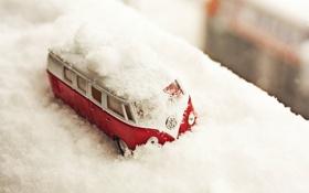 Обои зима, снег, игрушка, автобус