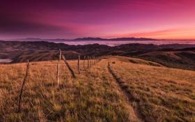 Обои пейзаж, небо, рассвет, поле, горы, забор