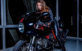 Картинка модель, куртка, мотоцикл, перчатки, Amber Sym