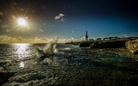 Картинка море, волны, небо, солнце, облака, побережье, маяк