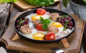 Обои яичница, помидоры, петрушка, колбаска, сковорода, фасоль