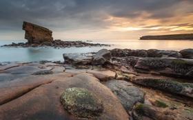 Картинка море, тучи, скала, рассвет, берег, спокойствие