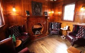 Обои столики, лампы., камин, кресла, окно, герб, комната